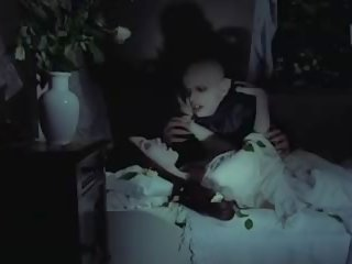 Nosferatu vampīrs bites virgin meitene, bezmaksas porno f2