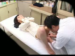Spycam zdemoralizowane doktor uses młody pacjent 02