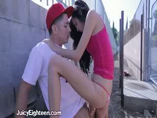 Zoey kush blows honom ut doors