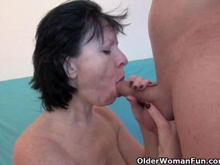 Wanton vecmāte ir patiešām enjoying viņa jāšanās nūja