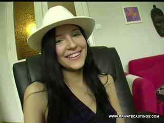 Julia schattig tiener in een privé pov casting, porno b5