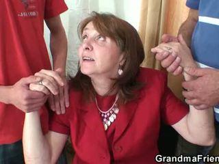 Panas nenek bertiga dalam yang pejabat