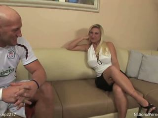 Barmfager blond milf bitch sucks unge studs stor boner