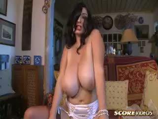 brunette, grote borsten, milf