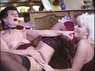 brunette, lesbiennes, oma