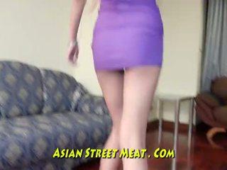 Lithe anal apaan wanita muda menarik dengan sperma di semua tiga holes