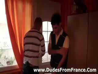 Гей френски dudes среща и смуча хуй