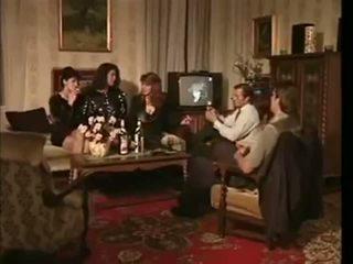 La veuve de buda fesse kembali ke belakang film