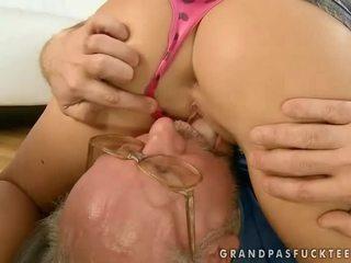 Cantik remaja hubungan intim terangsang kakek