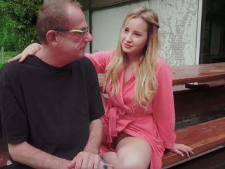 Tenåring datter knullet til disturbing trinn gammel pappa fra