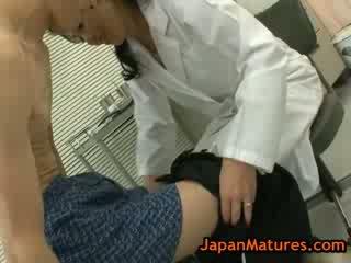 Adembenemend rijpere natsumi kitahara does