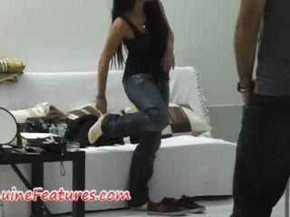 Monika shows hänen skills at the ensimmäinen valu