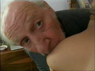 Старий банда members paying деякі sluts для ебать відео