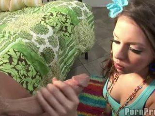 Wang nghẹt thở floozy missy đá receives cô ấy miệng spooned ngoài qua một destructive ramdong
