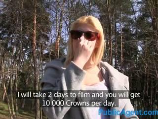 Publicagent seksuālā blondīne jāšanās uz viņai sārts apakšveļa