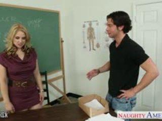Otäck läraren sarah vandella fan i klassrummet