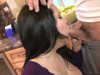Heet rijpere dame zuigen groot meat op de keuken