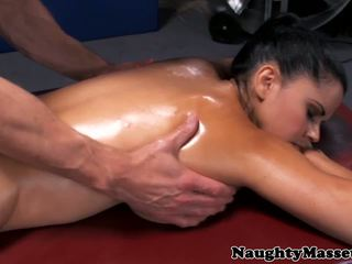 Massage Babe Diamond Kitty Assfucked, HD Porn 3d