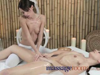 Massage rooms jung lesben erhalten geölt und feucht vor intense orgasmus