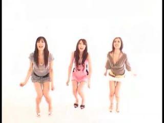 Asiatico ragazze swallowing