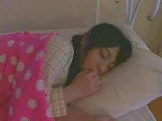 Magamine tüdruk perses raske video