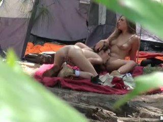 Renna ryann ar karstās mazulīte do vāvere veikt augšup ar the tongueing