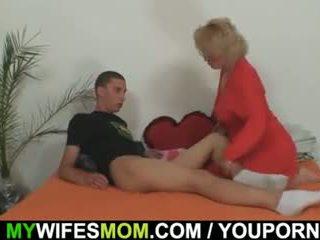 Mother-in-law fucks αυτήν γιός σε νόμος