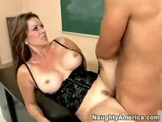 Raquel devine receives một warm load của jizz trên cô ấy miệng
