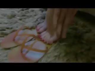 Flip flop darbs - sieva gives laba shoejob: bezmaksas porno 80