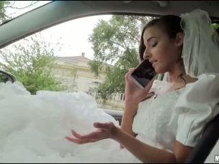 Runaway bruden amirah adara kön i en bil