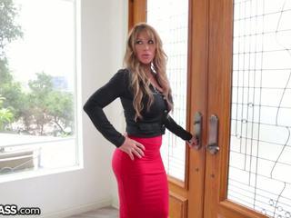 Slutty milf surprises daughters boyfriend em duche