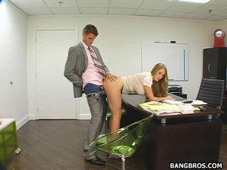 Heet secretaresse bent over