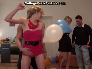 Erotisch bonking females bij een b dag party