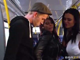 Autobús embistiendo para sexy niñas madison ivy y ja