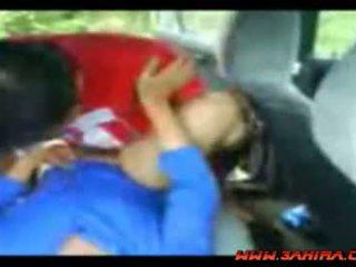 Indonésia painful caralho em um carro