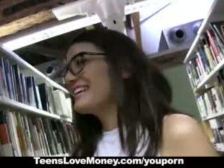 Teenslovemoney - библиотека nerd fucks за пари в брой