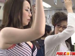 Aziatisch moeder id zoals naar bang licks rooster in bus xxx party