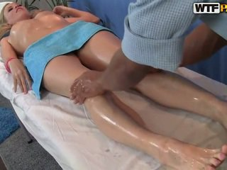 Ariana has neki smooth punci massaged és bumped