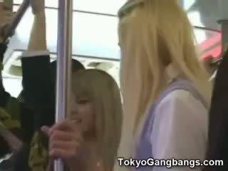 Blanc coeds en tokyo subway!
