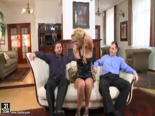 Seksuālā blondīne kails sievietes getting fucked ar liels dzimumloceklis