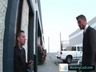 Shane cant pitää hänen käsissä pois hänen offic colleague mukaan workingcock