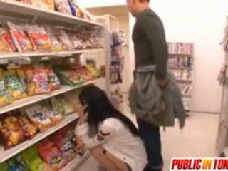 Sora aoi trong mạnh doggy quái tại cửa hàng
