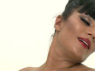 Shazia sahari lost trong lust đất