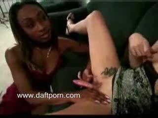 Ženska s penis in muca