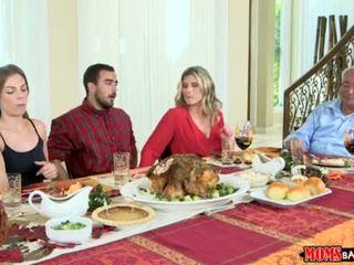 Mamičky bang násťročné - neslušné rodina thanksgiving <span class=duration>- 10 min</span>