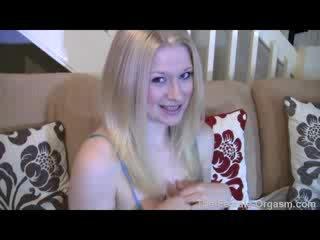 Sexy blondine nieuw mama cumming