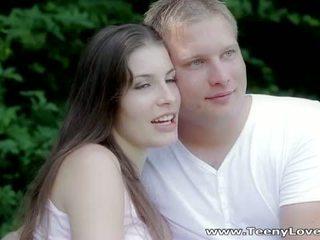Teeny lovers: romantic 他妈的 在 该 森林