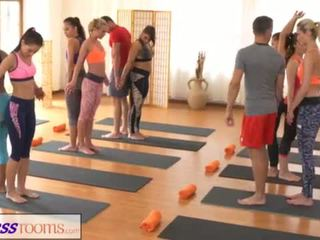Fitnessrooms groups yoga session ends ar a sweaty creampie <span class=duration>- 18 min</span>
