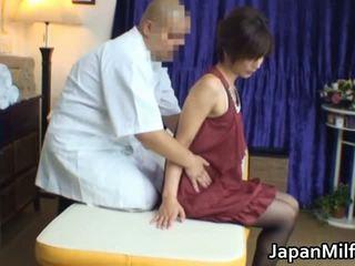 アジアの 熟女 has マッサージ と クソ