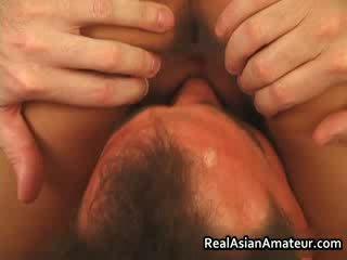 Asiatisk hore anal knullet mens riding henne